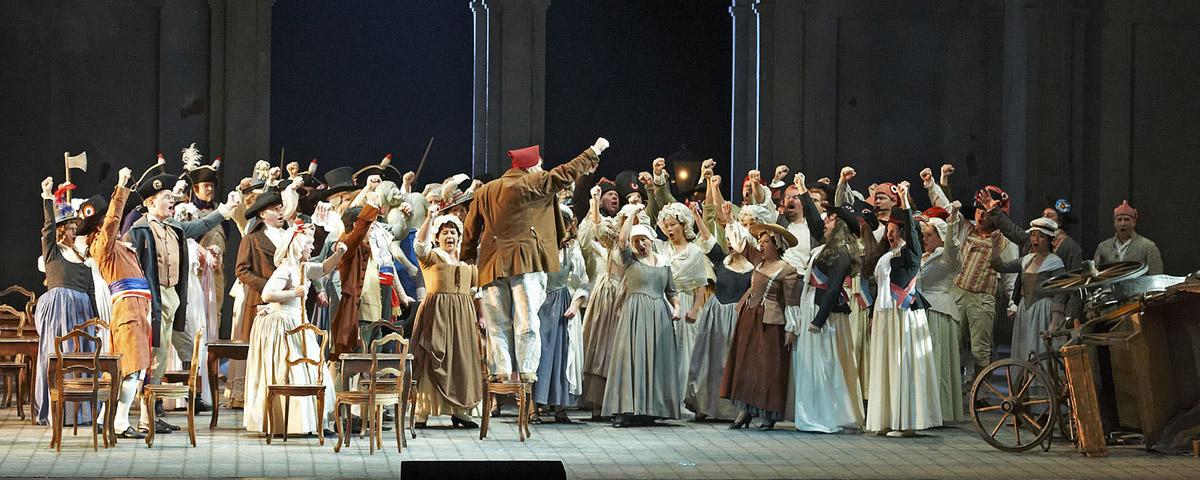 »Andrea Chénier«: Ensemble-Szene im 2. Akt © Wiener Staatsoper GmbH/Michael Pöhn
