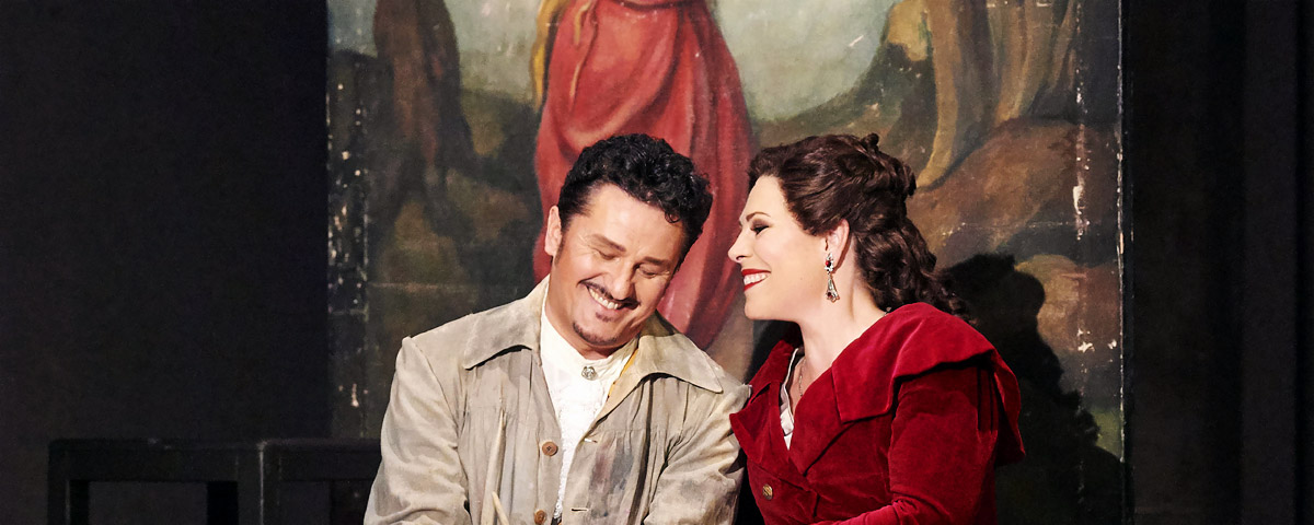 »Tosca«, 1. Akt: Floria Tosca (Sondra Radvanovsky) mit ihrem Geliebten, Mario Cavaradossi (Piotr Beczała) © Wiener Staatsoper GmbH/Michael Pöhn