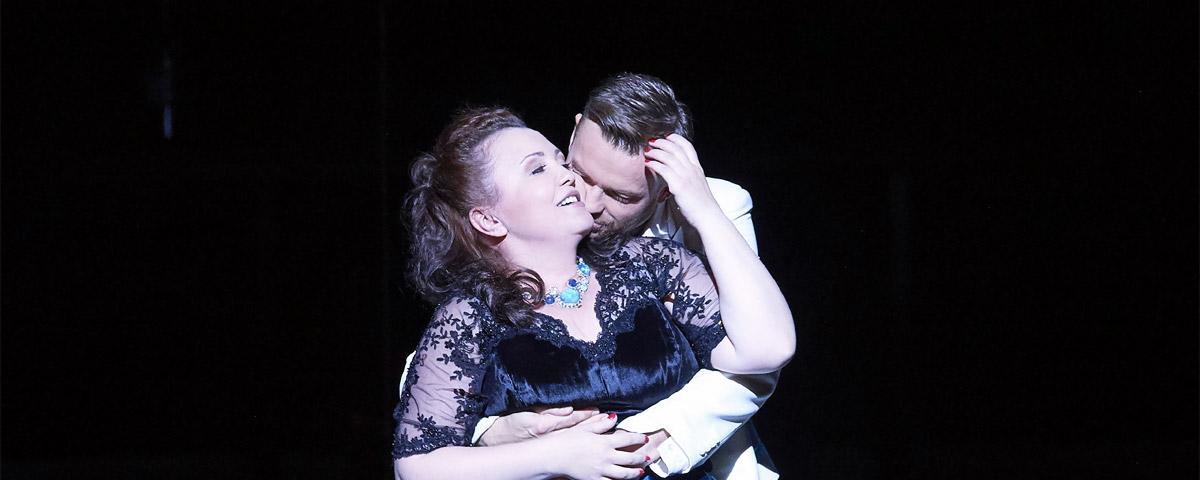 »La traviata«, 1. Akt: Albina Shagimuratova (Violetta Valéry) und Pavol Breslik (Alfredo Germont) © Wiener Staatsoper GmbH/Michael Pöhn
