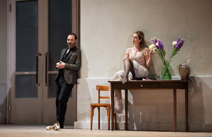 »Zazà«, 1. Akt: Zazà (Svetlana Aksenova) mit Milio Dufresne (Nikolai Schukoff) nach der Vorstellung in ihrer Garderobe © Tehater an der Wien/Monika Rittershaus