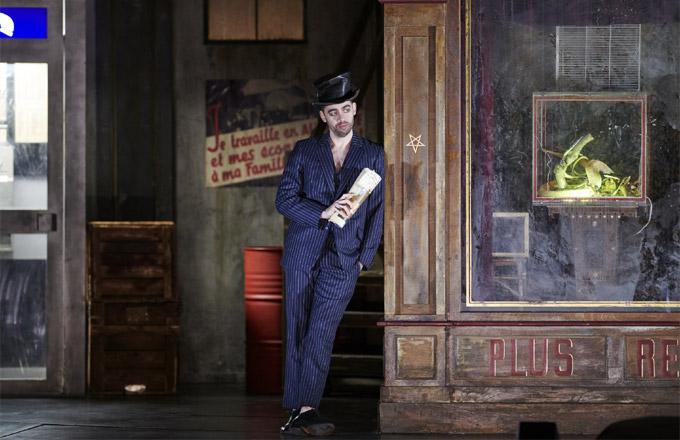 »Faust«, 1. Akt: Adam Palka (Méphistophélès) bei seinem Debut an der Wiener Staatsoper © Wiener Staatsoper/Michael Pöhn
